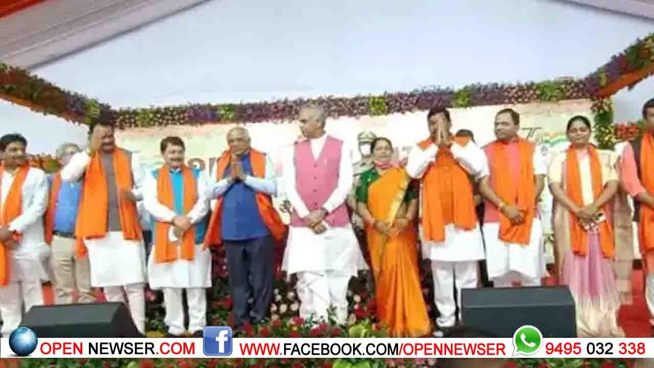 ഗുജറാത്തില് പുതിയ മന്ത്രിസഭ അധികാരമേറ്റു: മുന്സര്ക്കാരിലെ എല്ലാ മന്ത്രിമാരേയും ഒഴിവാക്കി